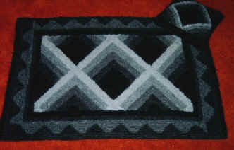 Blk Diamond Locker Hook Rug.JPG (23674 bytes)